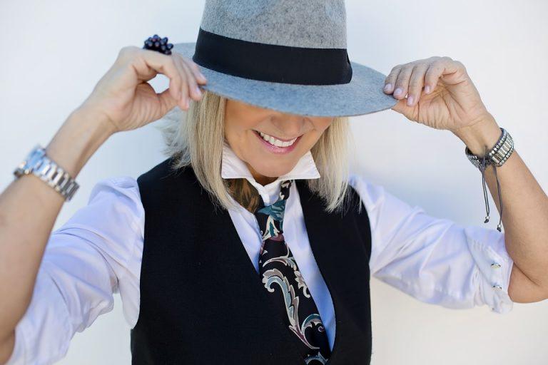 Come vestirsi dopo i cinquant'anni anni ? Idee e consigli per un look perfetto